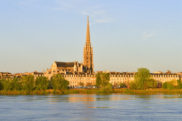 HMS3506984 France, Gironde, Bordeaux, area listed as World Heritage by UNESCO, the banks of Garonne river and Saint Michel Basilica built between the 14th and 16th century Gothic style and it's tower of 114 m hi...