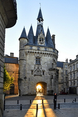 HMS3507110 France, Gironde, Bordeaux, district a World Heritage Site by UNESCO, district of Saint Peter, 15th century Gothic Cailhau gate