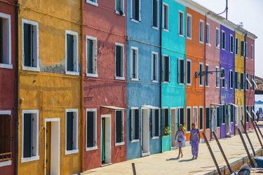 IT02917 Colourful houses, Burano, Venice, Veneto, Italy