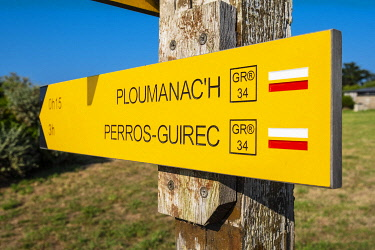 HMS3341927 France, Cotes d'Armor, Pink Granite Coast, Perros-Guirec, on the Customs footpath or GR 34 hiking trail