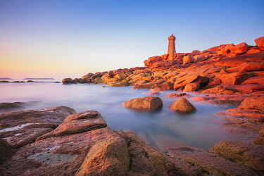 HMS3341953 France, Cotes d'Armor, Pink Granite Coast, Perros-Guirec, on the Customs footpath or GR 34 hiking trail, Ploumanac'h or Mean Ruz lighthouse at sunset