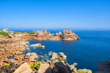 HMS3342065 France, Cotes d'Armor, Pink Granite Coast, Perros-Guirec, Ploumanac'h, on the Customs footpath or GR 34 hiking trail