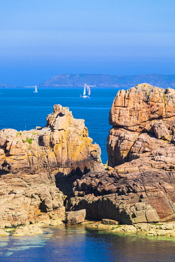 HMS3342093 France, Cotes d'Armor, Pink Granite Coast, Perros-Guirec, Ploumanac'h, on the Customs footpath or GR 34 hiking trail