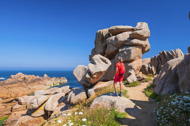 HMS3342149 France, Cotes d'Armor, Pink Granite Coast, Perros-Guirec, Ploumanac'h, on the Customs footpath or GR 34 hiking trail