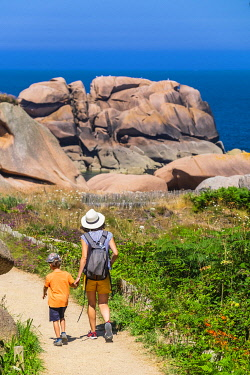 HMS3342154 France, Cotes d'Armor, Pink Granite Coast, Perros-Guirec, Ploumanac'h, on the Customs footpath or GR 34 hiking trail
