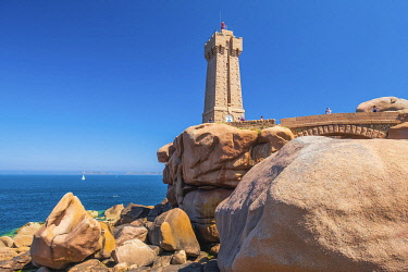 HMS3342159 France, Cotes d'Armor, Pink Granite Coast, Perros-Guirec, on the Customs footpath or GR 34 hiking trail, Ploumanac'h or Mean Ruz lighthouse