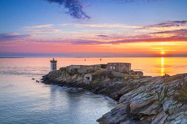 HMS3348629 France, Finistere, Le Conquet, Kermorvan peninsula, Kermorvan lighthouse built in 1849