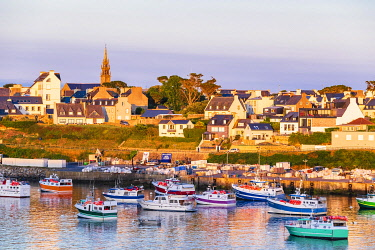 HMS3349886 France, Finistere, Le Conquet, fishing port in the marine natural park of Iroise