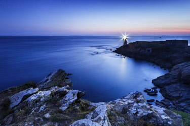 HMS3358152 France, Finistere, Le Conquet, Kermorvan point, The Kermorvan lighthouse by night