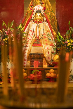 CH12066AW Statue at Man Mo Temple, Central, Hong Kong