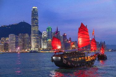 CH12079AW Skyline of Hong Kong Island and junk boats at dusk, Hong Kong