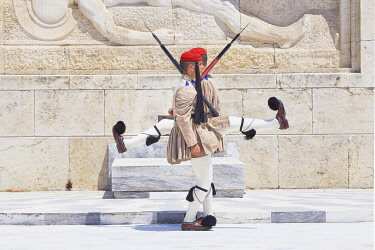 GRE1762AW Changing of the Guard in front of the Greek Parliament building, Athens, Attica, Greece