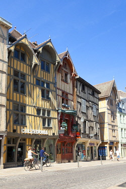 HMS3334781 France, Aube, Troyes, street Emile Zola, half-timbered house or house with timber framings