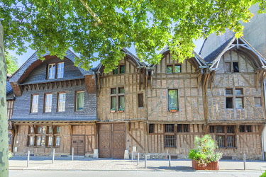 HMS3334814 France, Aube, Troyes, street passerat, half-timbered house or house with timber framings
