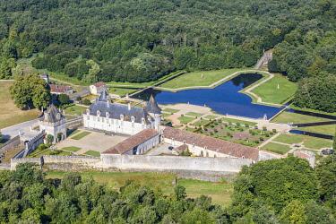 HMS3357108 France, Charente Maritime, St Porchaire, la Roche Courbon castle (aerial view)