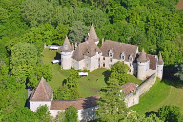 HMS3438303 France, Dordogne, Ribagnac, the castle of Bridoire (aerial view)