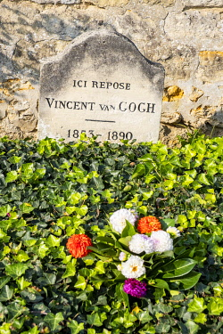 HMS3383155 France, Val d'Oise, Auvers sur Oise, the cemetery, the tombs of Vincent and Theodore Van Gogh, regional park of the French Vexin