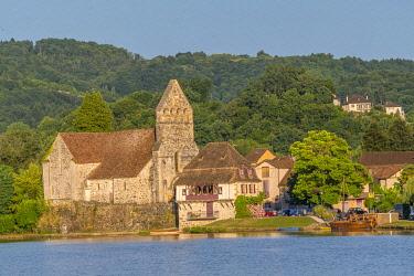 HMS3384648 France, Correze, Dordogne valley, Beaulieu sur Dordogne, Penitents chapel on Dordogne riverbank
