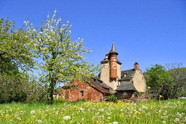 HMS3432084 France, Correze, Collonges la Rouge, labelled Les Plus Beaux Villages de France (The Most Beautiful Villages of France), village built in red sandstone, Maussac castle
