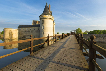 HMS3272837 France, Loiret, Loire valley listed as World Heritage by UNESCO, Sully sur Loire, 14th and 17th century castle (compulsory mention : chateau de Sully sur Loire, Loiret department property)