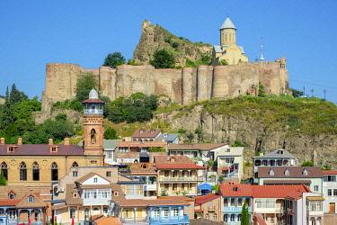 GEO0474AW Narikala Fortress and historic buildings in the Abanotubani bath district, Tbilisi (Tiflis), Georgia.