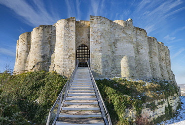 HMS3246501 France, Eure, Les Andelys, Chateau Gaillard, 12th century fortress built by Richard Coeur de Lion, the dungeon