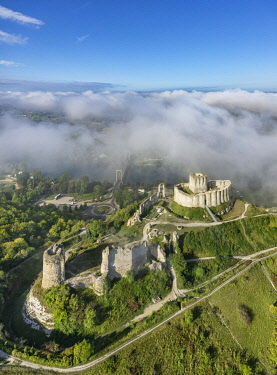 HMS3348212 France, Eure, Les Andelys, Chateau Gaillard, 12th century fortress built by Richard Coeur de Lion, Seine valley (aerial view)