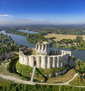 HMS3348223 France, Eure, Les Andelys, Chateau Gaillard, 12th century fortress built by Richard Coeur de Lion, Seine valley (aerial view)