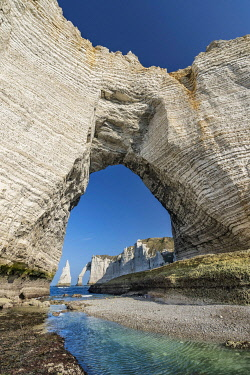 HMS3380670 France, Seine Maritime, Cote d'albatre, Etretat, the cliff, arch and needle
