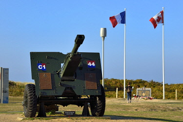 HMS3478512 France, Calvados, Courseulles sur Mer, Juno Beach Centre, museum dedicated to Canada's role during the Second World War, Ordnance QF 25-pounder cannon