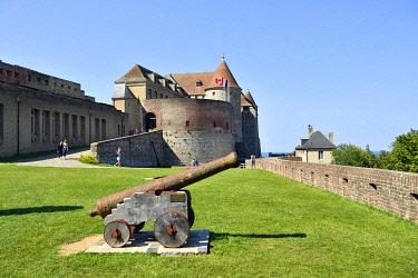 HMS3483135 France, Seine Maritime, Pays de Caux, Cote d'Albatre (Alabaster Coast), Dieppe, castle museum, Dieppe castle built in the fifteenth century, cannon on the ramparts