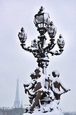 HMS3238823 France, Paris, area listed as World Heritage by UNESCO, Alexandre III bridge, Street lamp coverd with snow