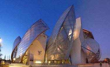 HMS3438697 France, Paris, Bois de Boulogne, the Louis Vuitton Foundation by architect Frank Gehry