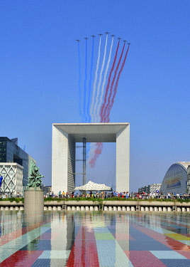 HMS3532626 France, Hauts de Seine, suburb of Paris, La Defense, Puteaux, 14th of July, National Day, la Grande Arche (Great Arch) by the architect Otto von Spreckelsen