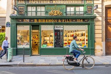 HMS3306270 France, Paris, Rue du Faubourg Saint Honore, Biberon et Fils store