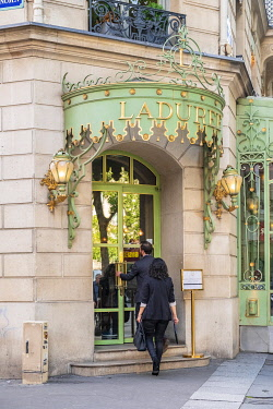 HMS3325505 France, Paris, the Laduree pastry shop