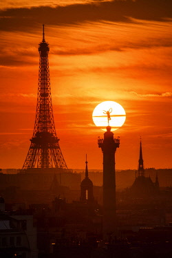 HMS3423089 France, Paris, the sun setting behind the genius of the Bastille (column of July) and Eiffel Tower (� SETE-illuminations Pierre Bideau)
