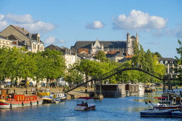 HMS3340365 France, Loire Atlantique, Nantes, the banks of the Erdre and Saint Pierre and Saint Paul cathedral