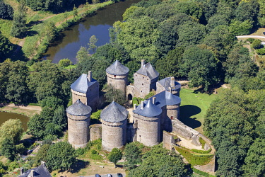 HMS3402205 France, Mayenne, Lassay les Chateaux, the fortified castle (aerial view)