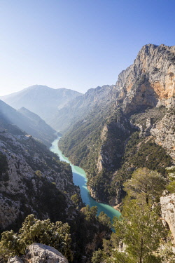 HMS3245470 France, Alpes de Haute Provence, regional natural reserve of Verdon, Grand Canyon of Verdon, the Verdon river seen from the Galetas belvedere