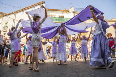 HMS3319175 France, Alpes de Haute Provence, Verdon Regional Nature Park, lavender festival in Valensole