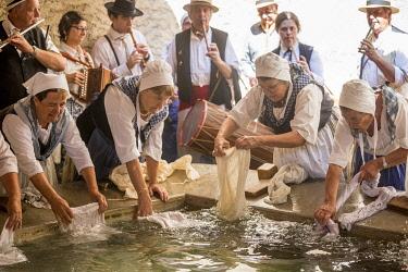 HMS3319176 France, Alpes de Haute Provence, Verdon Regional Nature Park, lavender festival in Valensole, demonstration at the laundry wash by hand by '' Lavandières de Valensole