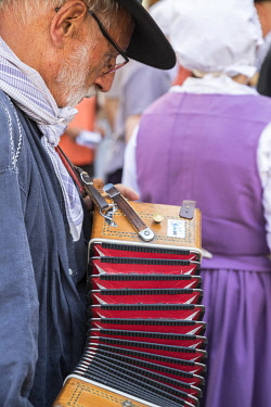 HMS3319198 France, Alpes de Haute Provence, Verdon Regional Nature Park, lavender festival in Valensole, musician playing the accordion