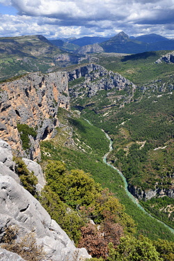 HMS3361956 France, Alpes de Haute Provence, Parc Naturel Regional du Verdon, Grand Canyon of Verdon river, La Palud Sur Verdon, point of view of the Dent d'Aire, the Escales cliff on the left and the (pyramide l...