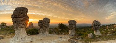 HMS3453499 France, Alpes de Haute Provence, rocks of Mourres, Forcalquier, Luberon Regional Nature Park
