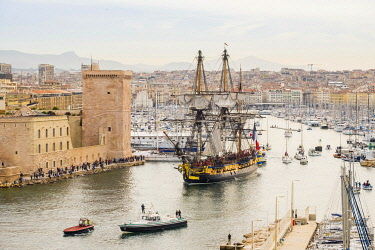 HMS3262432 France, Bouches du Rhone, Marseille, Vieux-Port (Old Harbour) the replica Hermione leaves Marseille after a 4 days mooring from 12 to 15th april 2018 leaves Marseille on the 16th