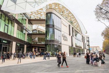 HMS3269739 France, Bouches du Rhone, Marseille, roundabout Prado, the new Prado shopping center (April 2018)