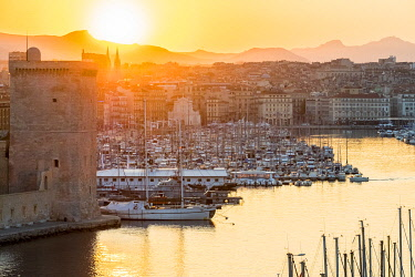 HMS3272426 France, Bouches du Rhone, Marseille, the entrance to the Vieux Port and Fort Saint Jean at sunrise