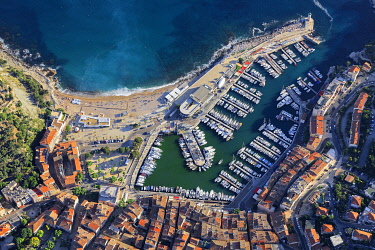 HMS3382642 France, Bouches du Rhone, Cassis, the port (aerial view)