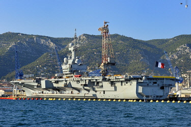 HMS3361788 France, Var, Toulon, the naval base (Arsenal), the Charles de Gaulle nuclear powered aircraft carrier on mid life renovation
